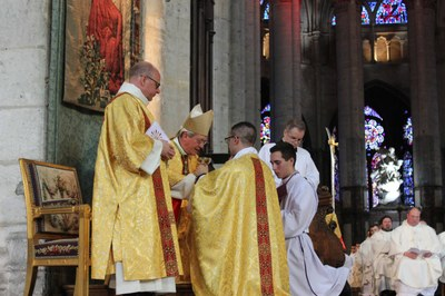 09b remise objets liturgiques
