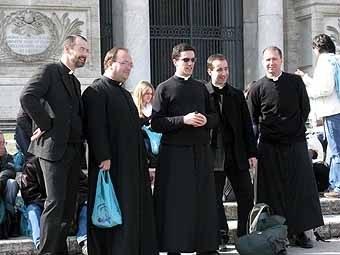 2662. les pères Vincent, Guillaume et Antoine ; Romain, séminariste et le père Thomas