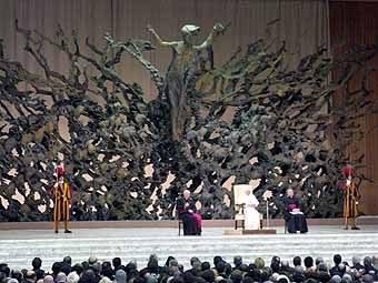 2747. Le pape entouré de ses collaborateurs et des guides Suisses