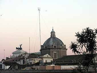 2800. depuis la terrasse, vue sur le monument Victor Emmanuel II